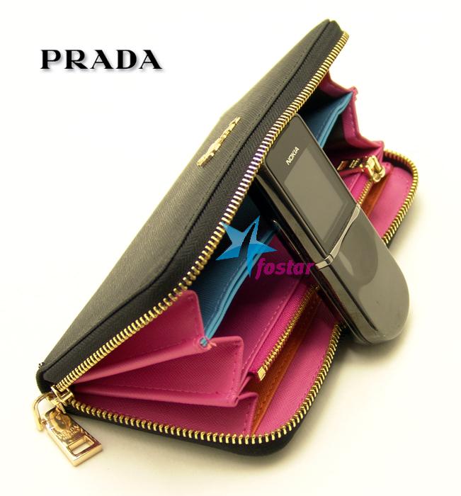 Женский черный клатч Prada P524BK
